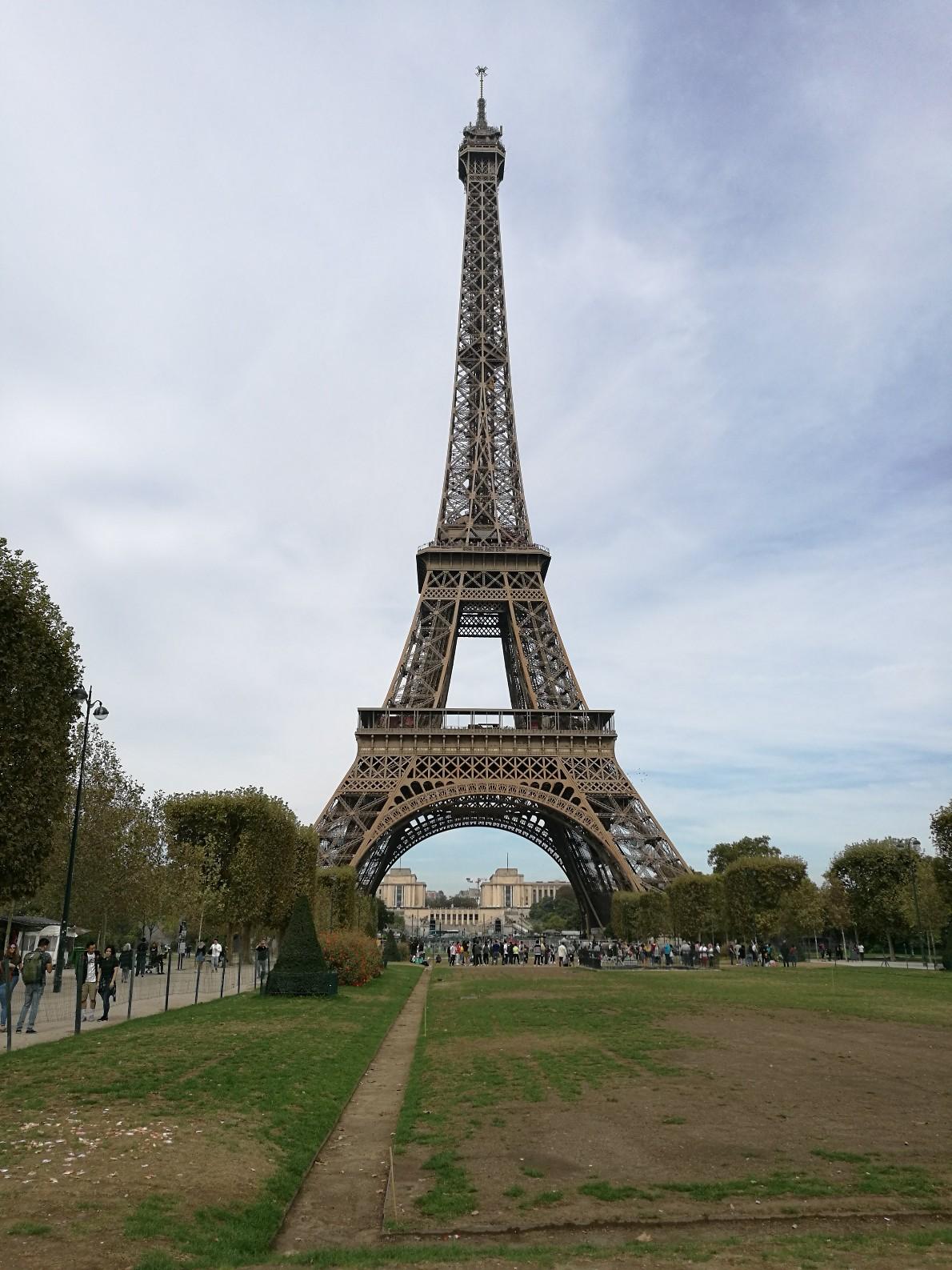 La Tour Eiffel depuis le Champs de Mars