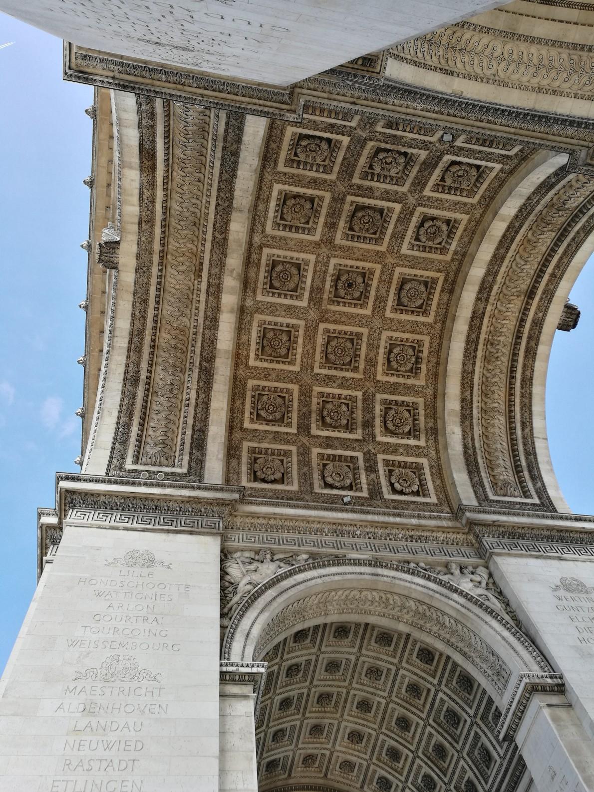 L'arc de Triomphe vu de dessous