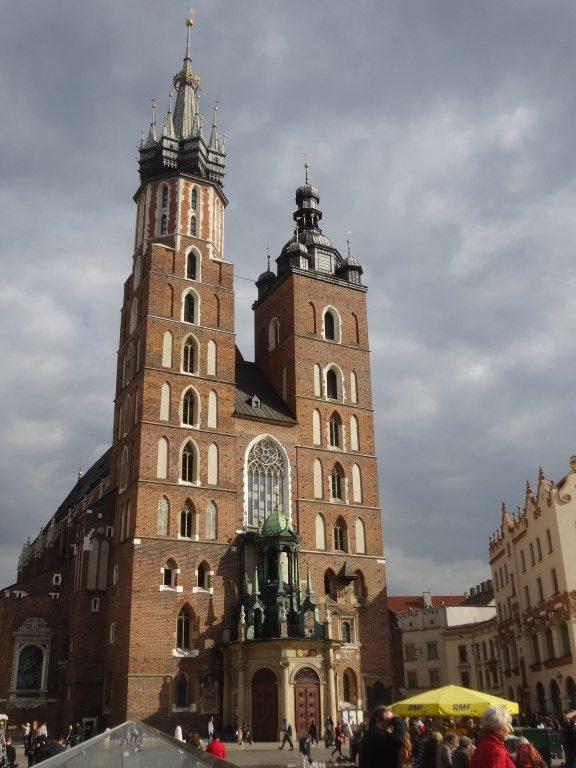 L'église de la place centrale de Cracovie.