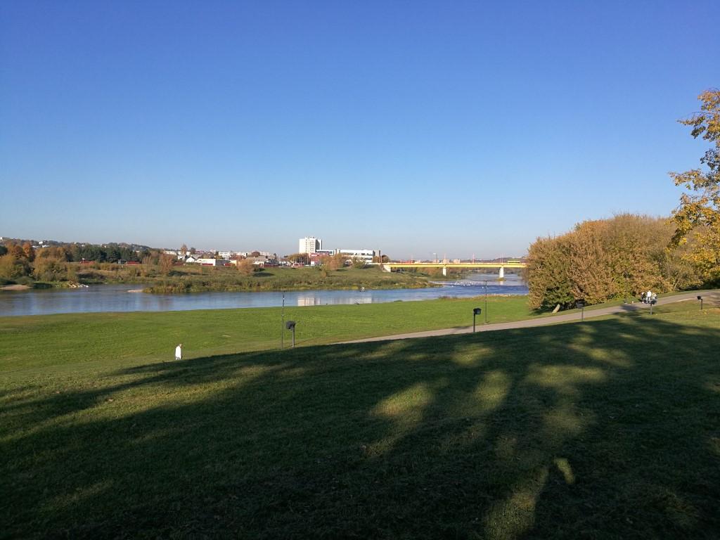 La rivière qui entoure la ville de Kaunas
