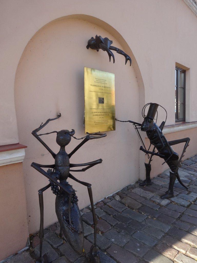 Sculpture d'insectes dans une des rues de Kaunas