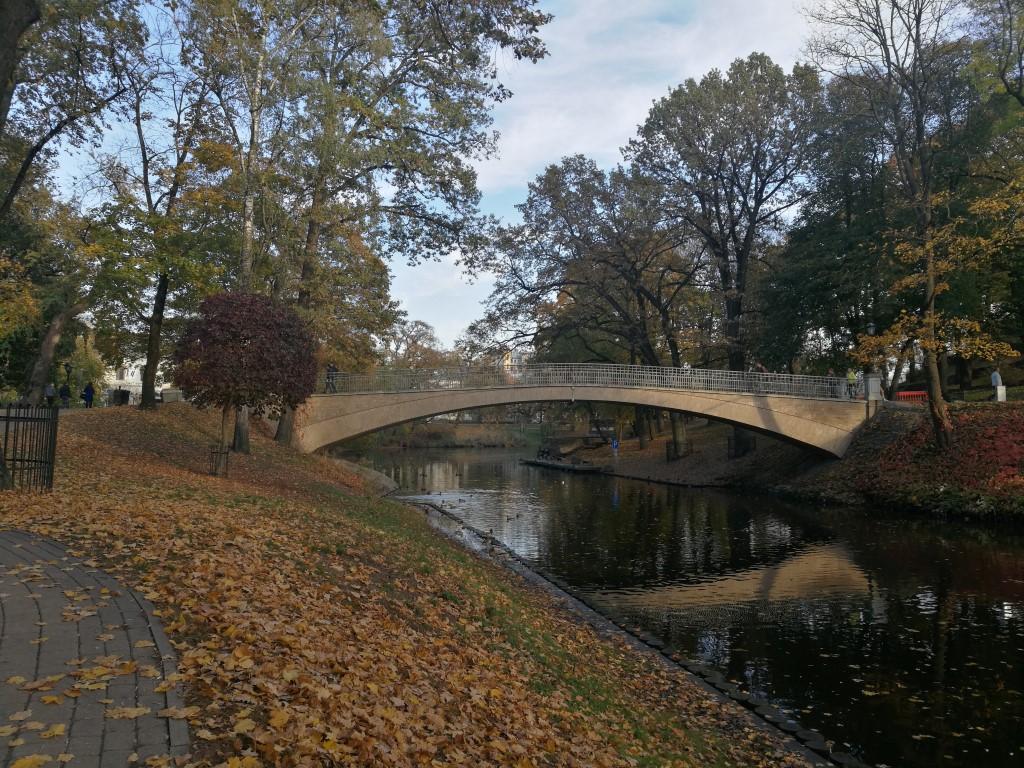 Le canal qui traverse Riga