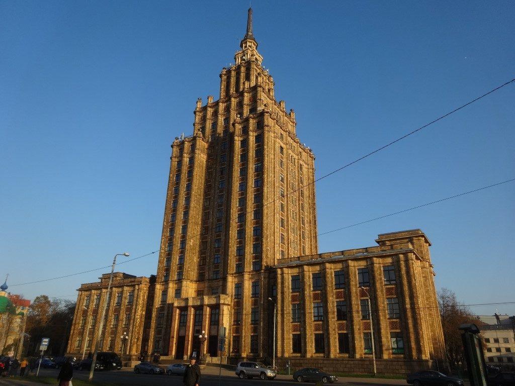 Le bâtiment construit à la gloire de Staline