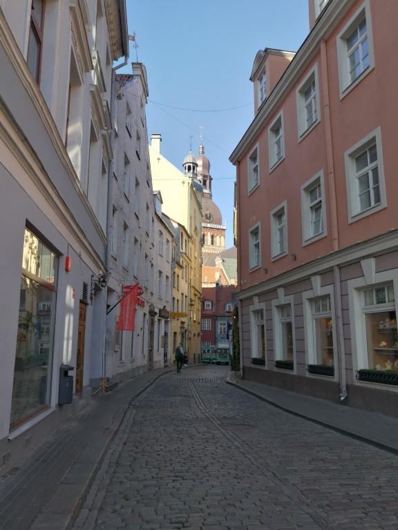 Une rue dans la vieille ville de Riga