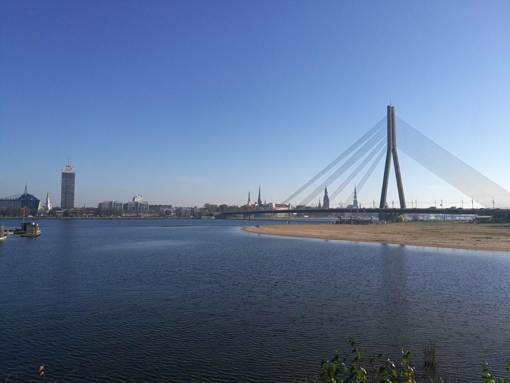 Vue sur Riga depuis l'ancien quartier des pécheurs devenu le quartier huppé de la ville