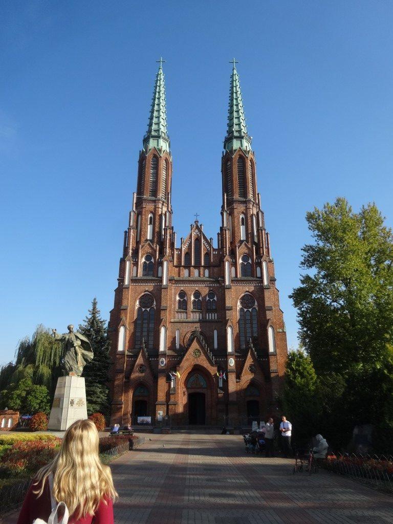 Une église dans le quartier de Praga, de l'autre côté de la rivière