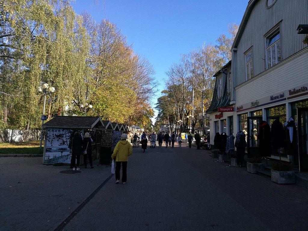 Rue principale de Jurmala quasiment vide