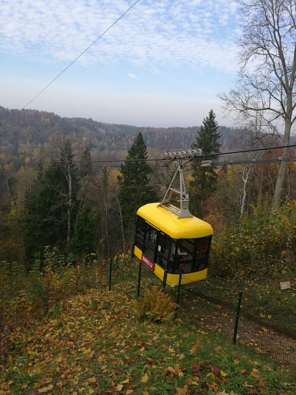Le téléphérique qui permet de traverser la vallée au dessus de la rivière Gauja
