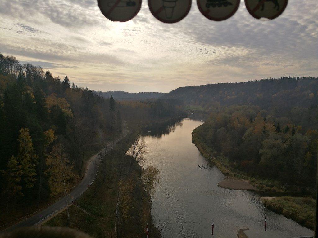 Vue sur la rivière Gauja depuis le télécabine