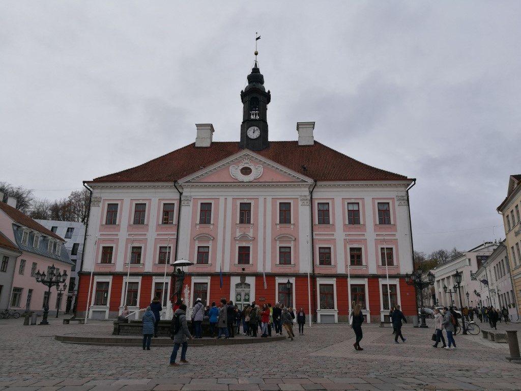 La place de l'hotel de ville de Tartu