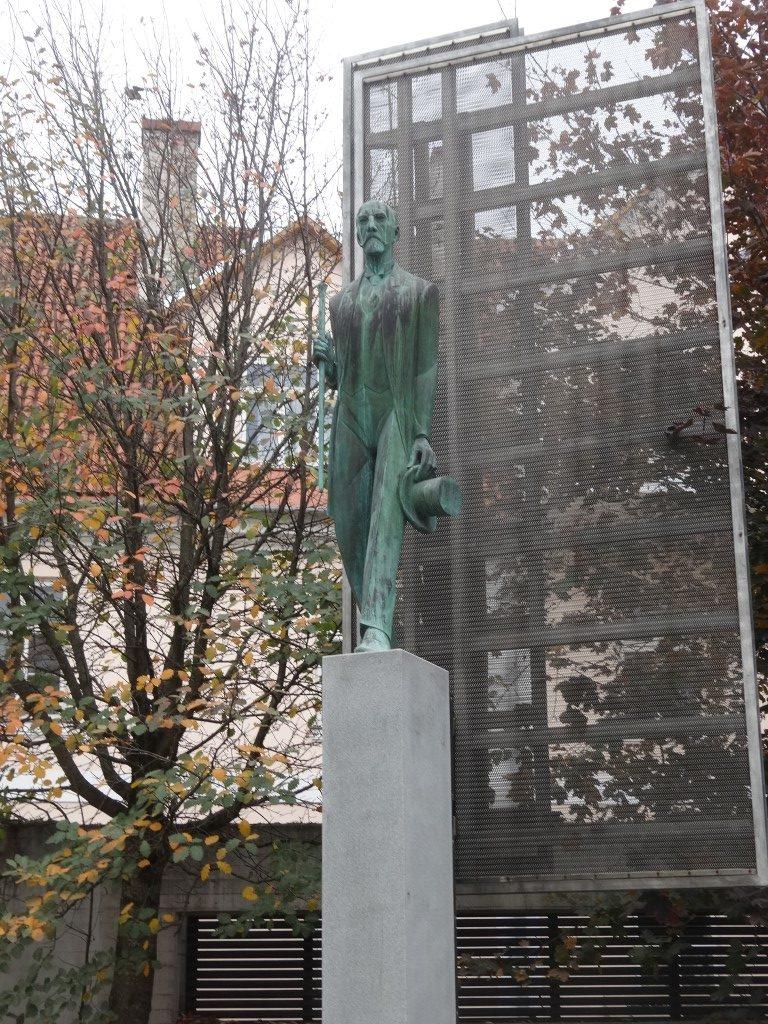 Une statue étrange dans Tartu
