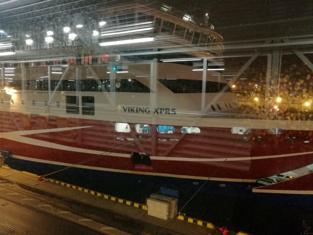 Le Ferry à l'embarquement