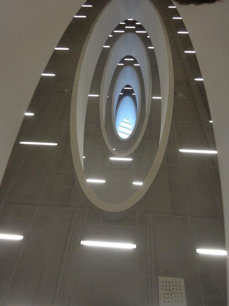 le plafond de la bibliothèque, typique de l'architecture nordique