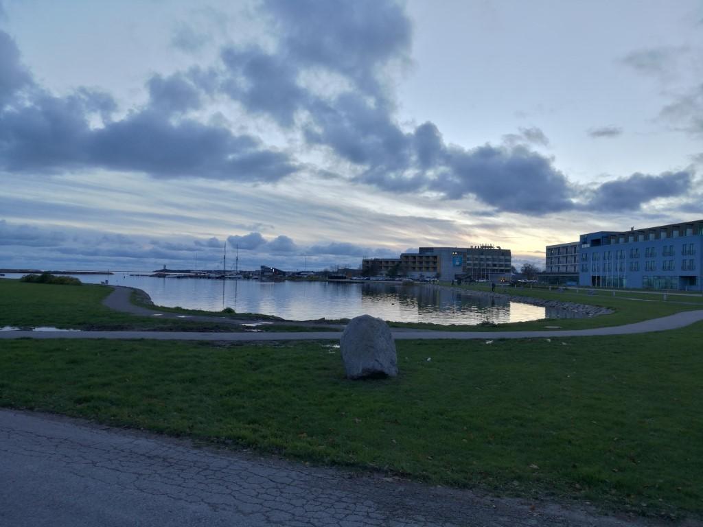 Le coucher de soleil sur la station balnéaire