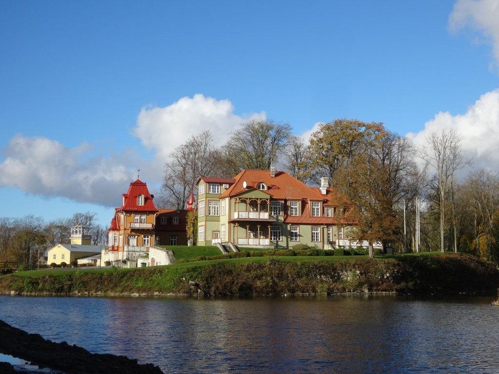 L'hôtel devant le chateau de Kuressaare