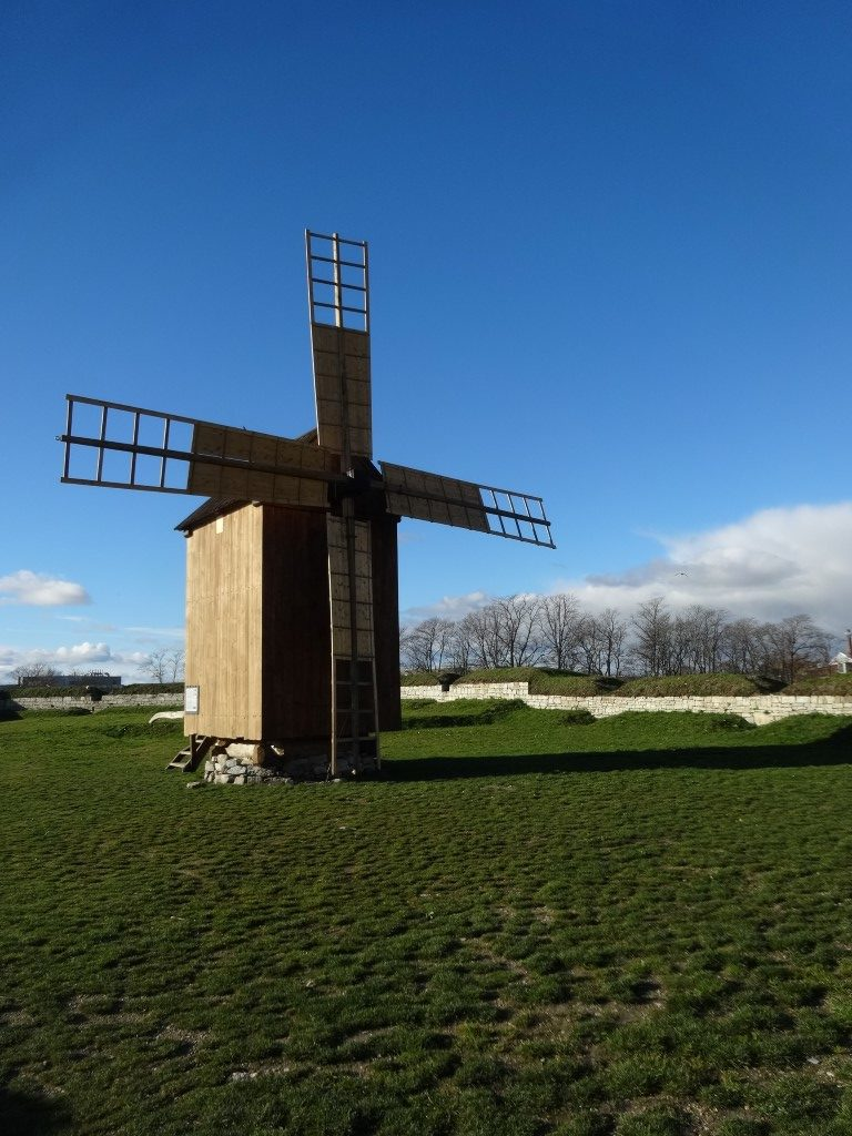 Le moulin sur le rempart du château
