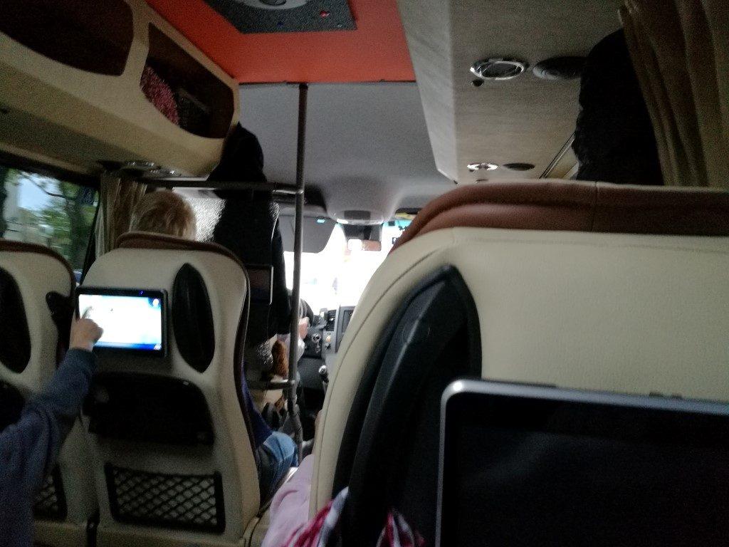 Le bus de luxe direction Kuressaare au départ de Parnu