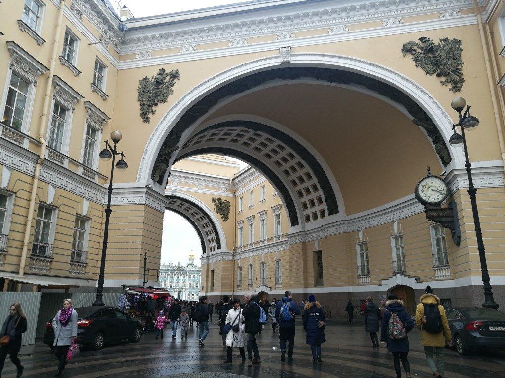Avant d'arriver au musée de l'Hermitage à Saint-Petersbourg