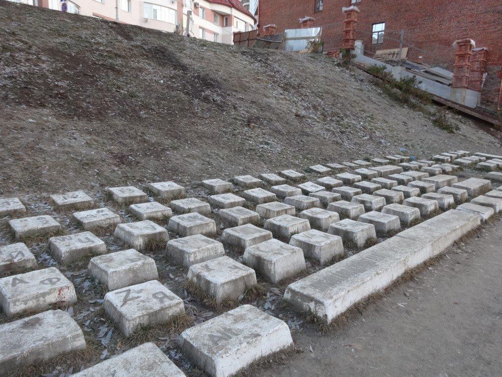 Le clavier géant dans un parc à Ekaterinbourg