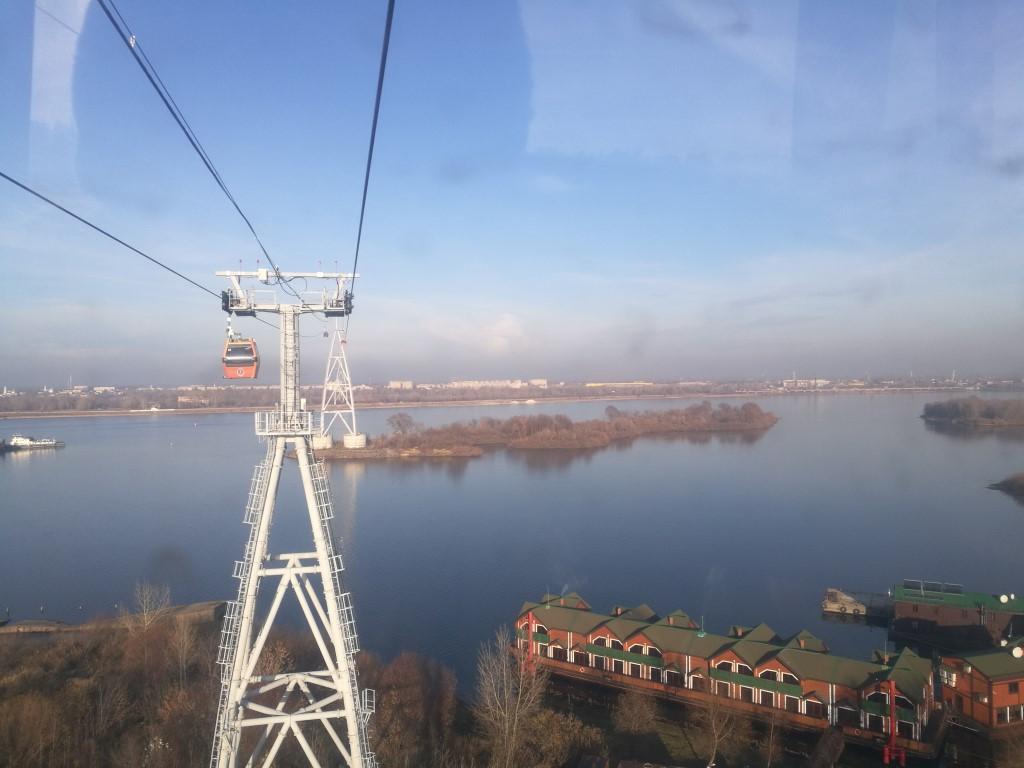 Le télécabine de Nizhnyi-Novgorod au-dessus de la rivière Volga