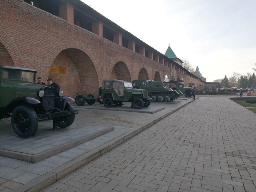 L'exposition permanente de véhicules militaires dans le Kremlin de Nizhnyi-Novgorod