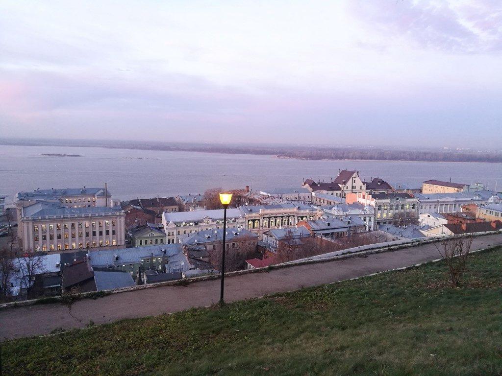 Le quartier historique de Nizhnyi-Novgorod au bord de la rivière