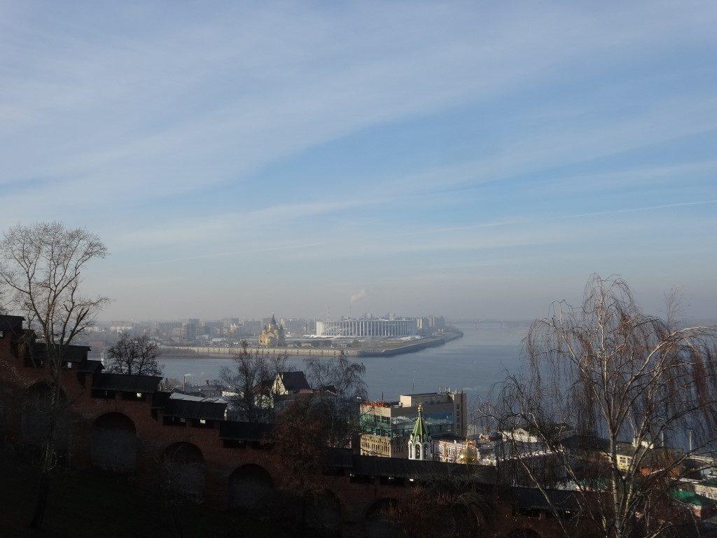 La vue sur la rivière Volga depuis le Kremlin de Nizhnyi-Novgorod