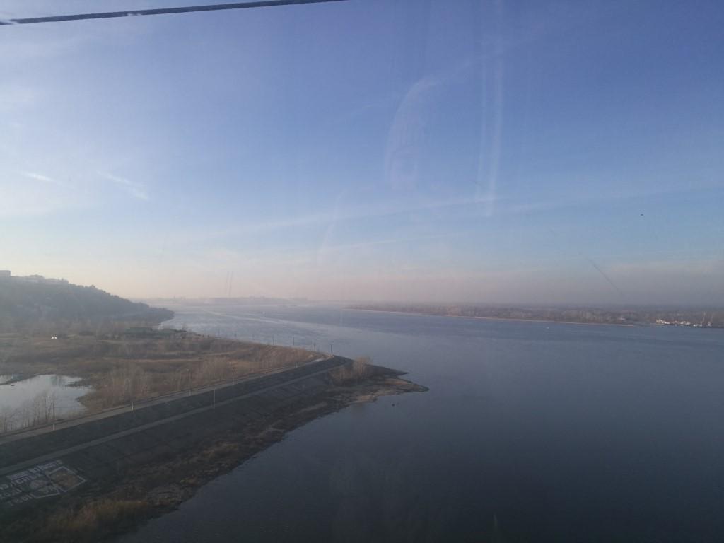La plage le long de la rivière Volga vue depuis le télécabine