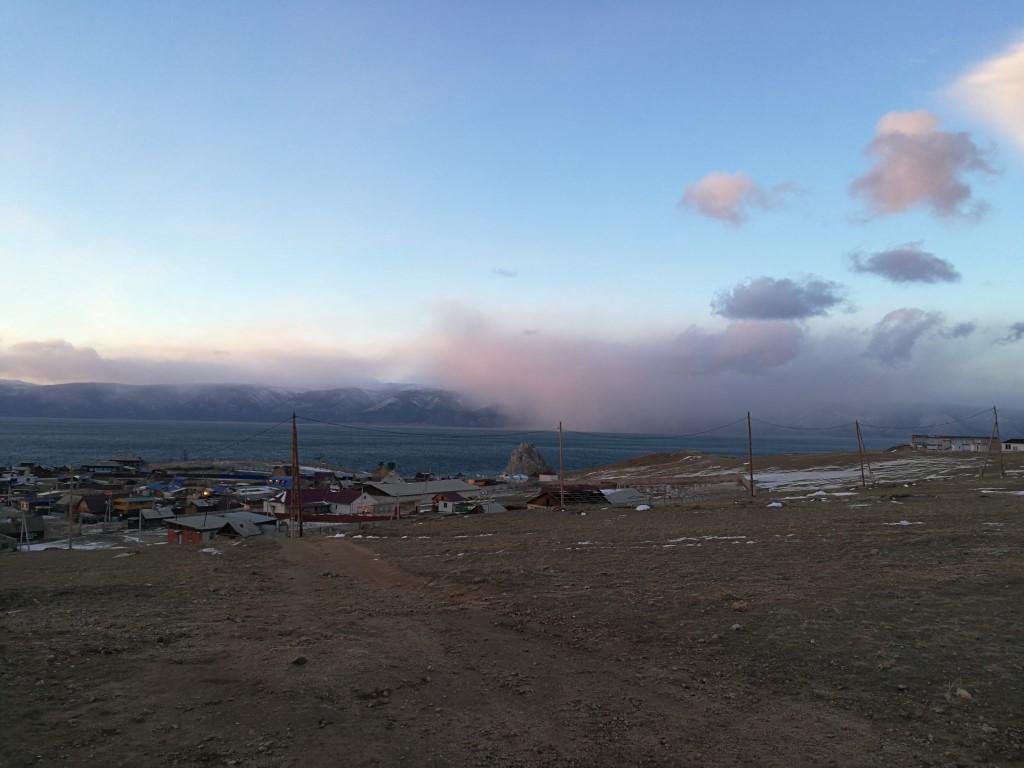 Le coucher du soleil sur Khoujir et le Lac Baïkal
