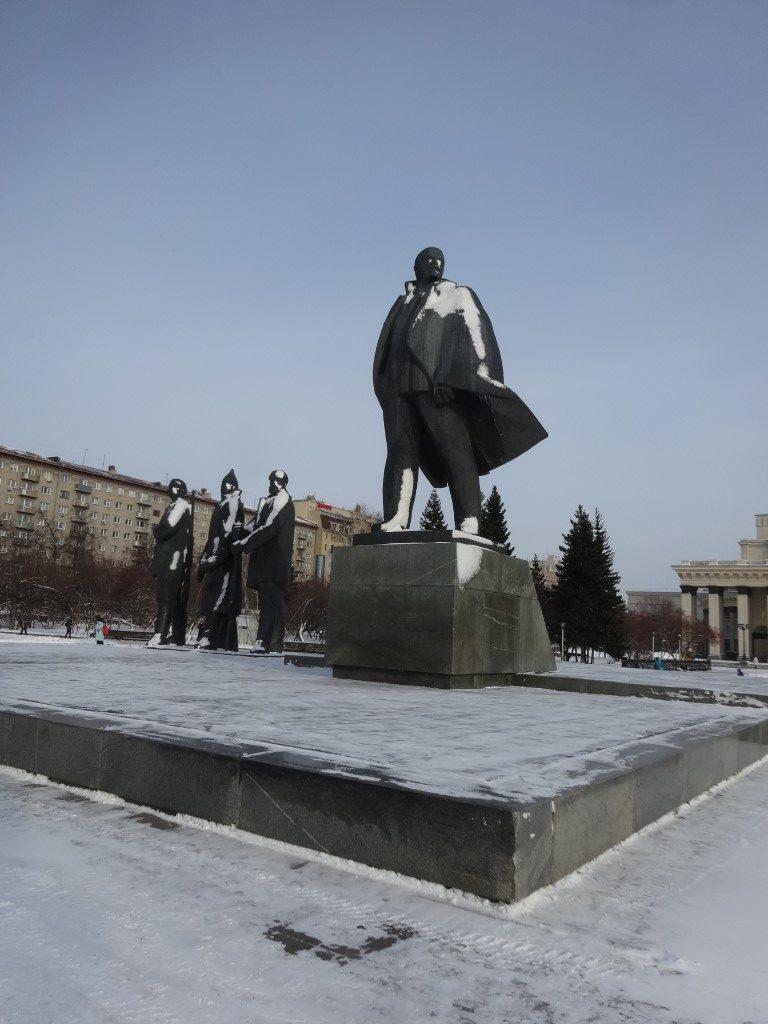 La maintenant traditionnelle statue de Lenine