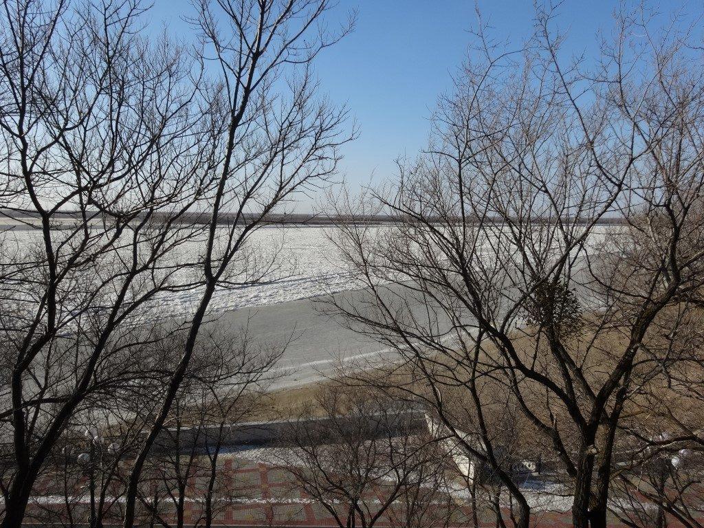 L'accès aménagé vers les berges du fleuve Amour à Khabarovsk