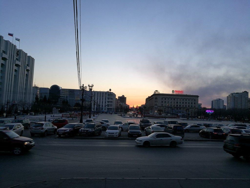 Le coucher de soleil sur la ville de Khabarovsk