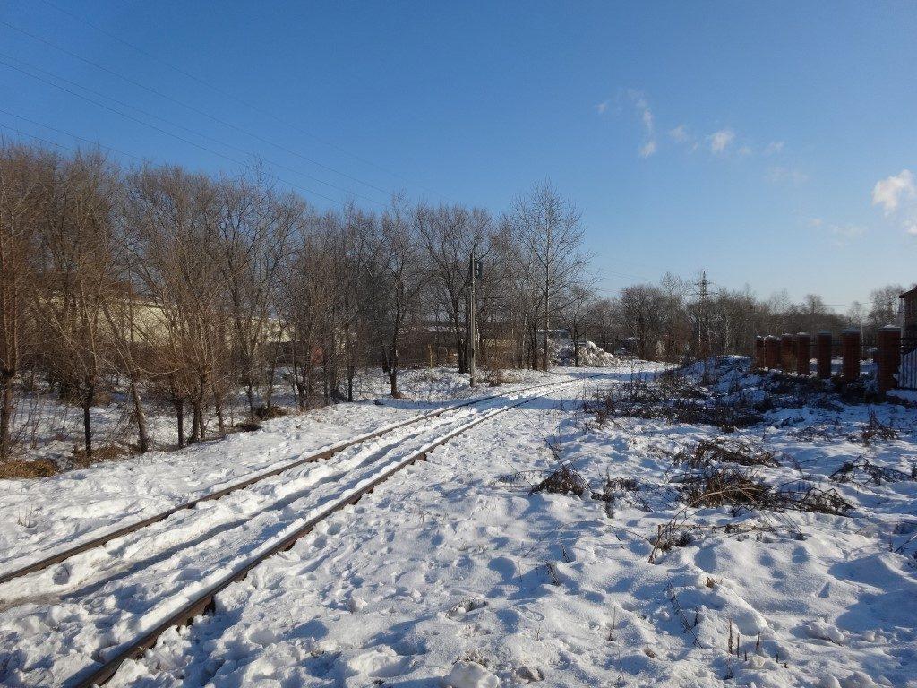 Les voies de chemin de fer en périphérie de Komsomolsk