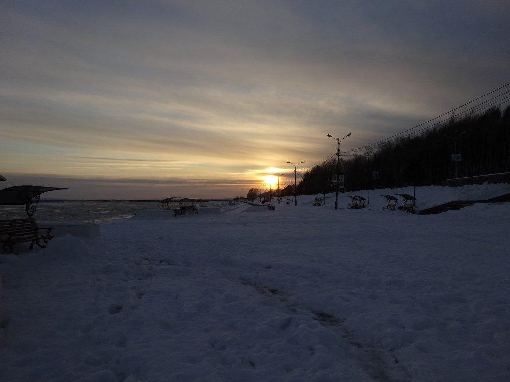 Le coucher de soleil sur le fleuve Amour