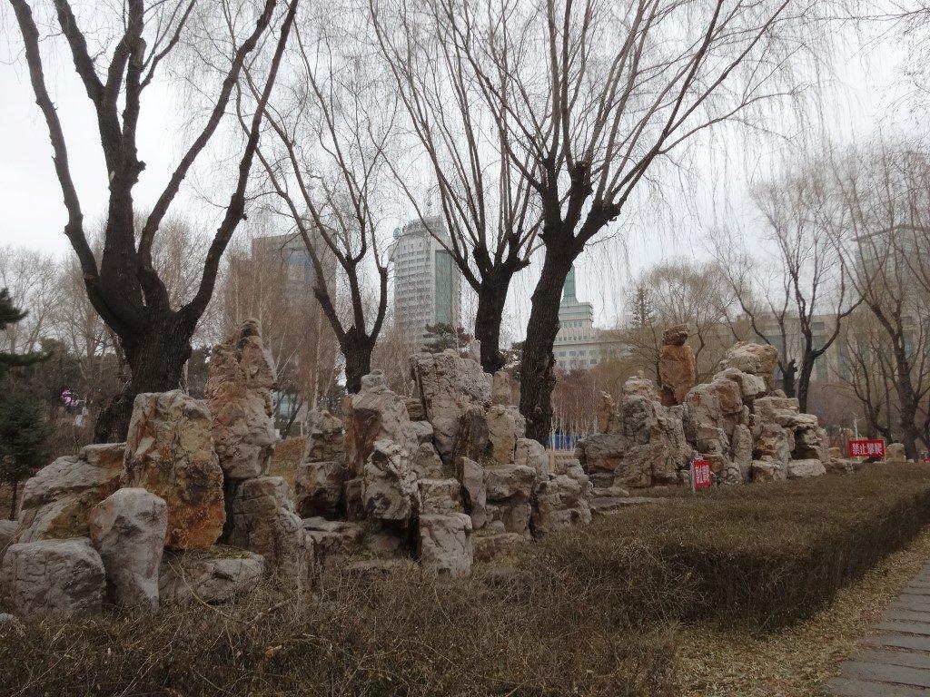 Le parc de Changchun avec les immeubles en fond