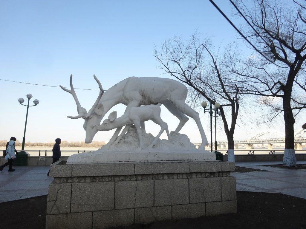 Les 1ères sculptures de glace dans les rues de la ville avant le festival des glaces à partir de mi-décembre