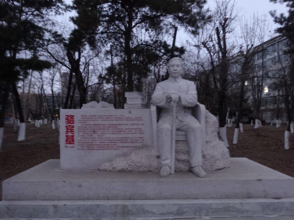 La statue de Mao dans la ville