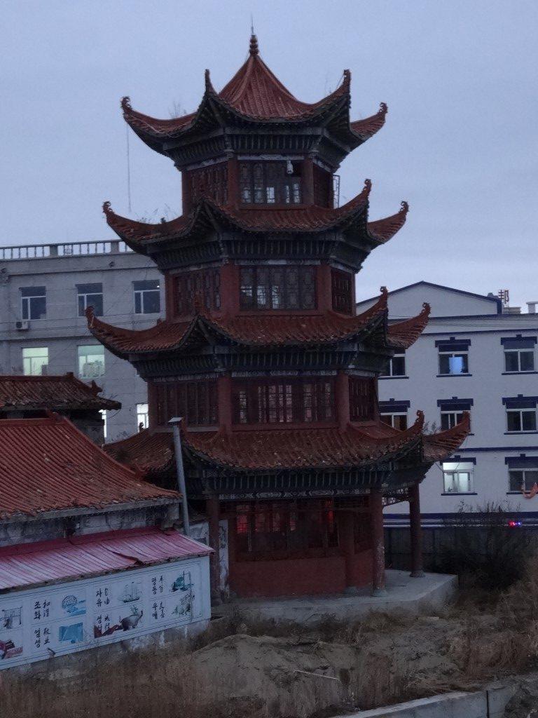 Une tour d'époque dans le parc de la ville