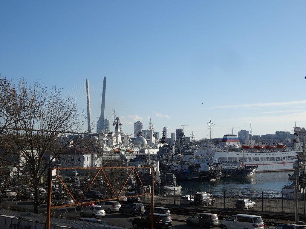 Le port de Vladivostok sur la mer du Japon
