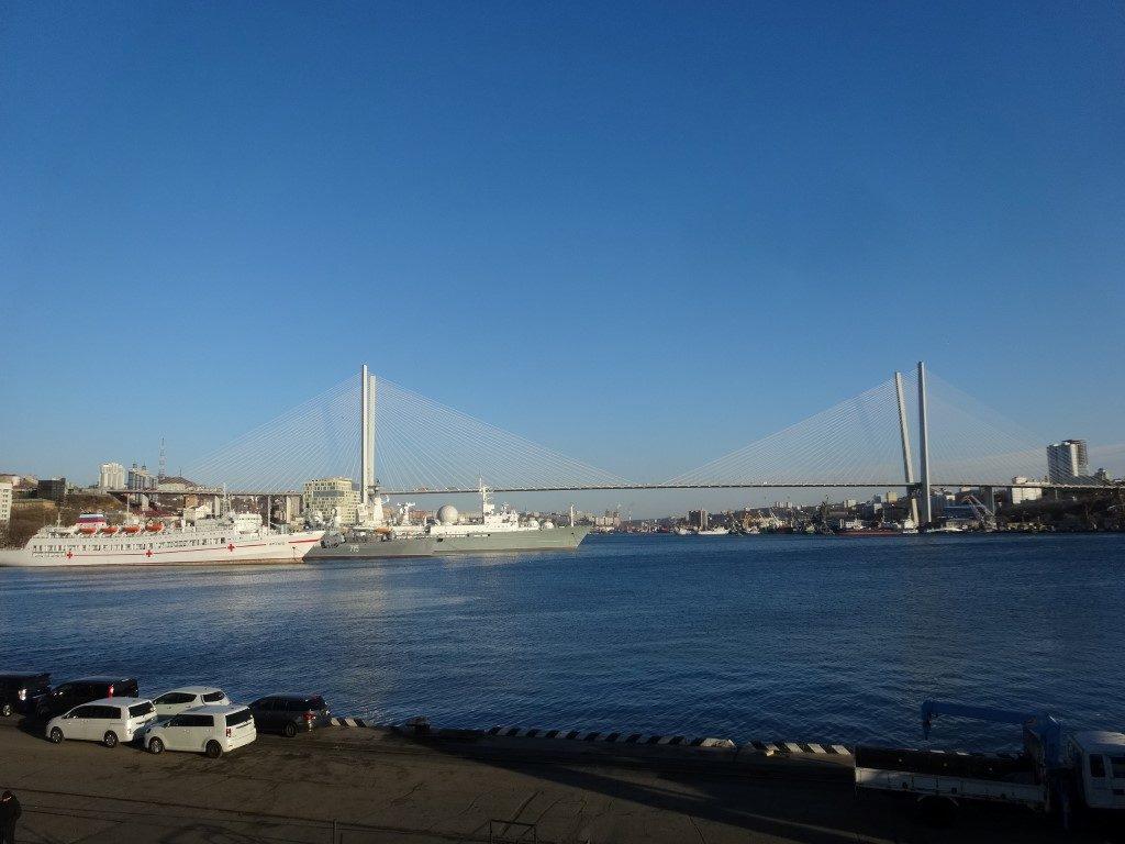 Le pont de Vladivostok au dessus de la mer du Japon