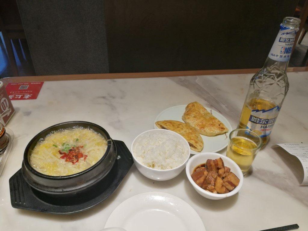 Le repas du dernier soir à Harbin dans un petit restaurant pour les locaux