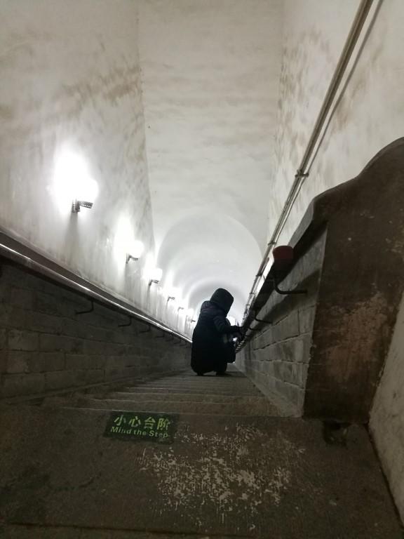Les escaliers toujours aussi raides pour la descente