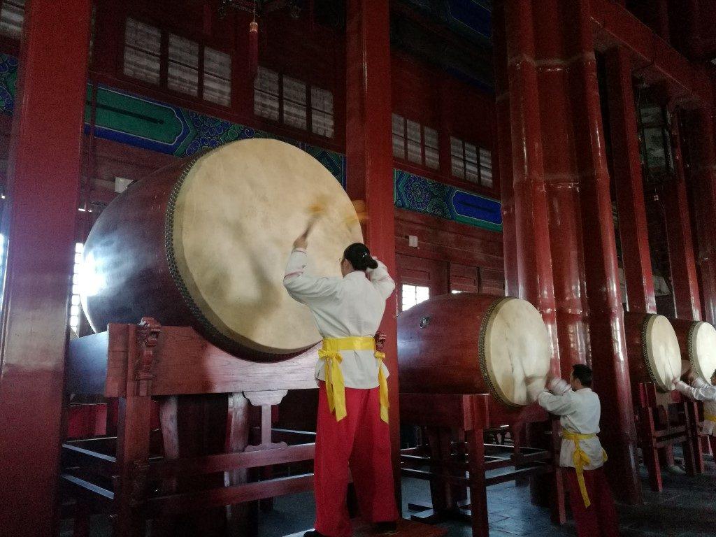 Le son des tambour dans la tour du même nom