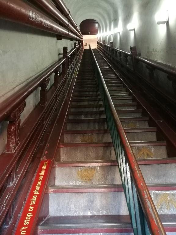 Les escaliers de la tour du tambour