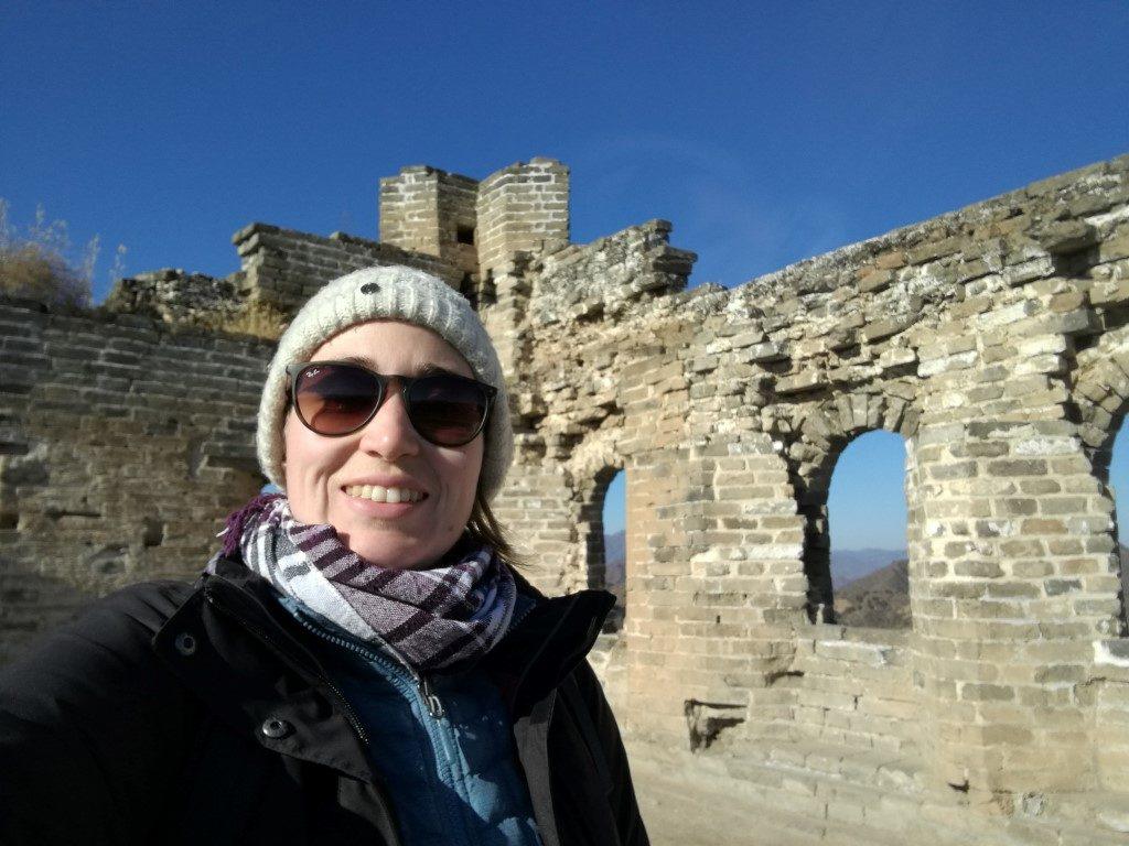 En haut d'une tour restaurée de la Grande Muraille