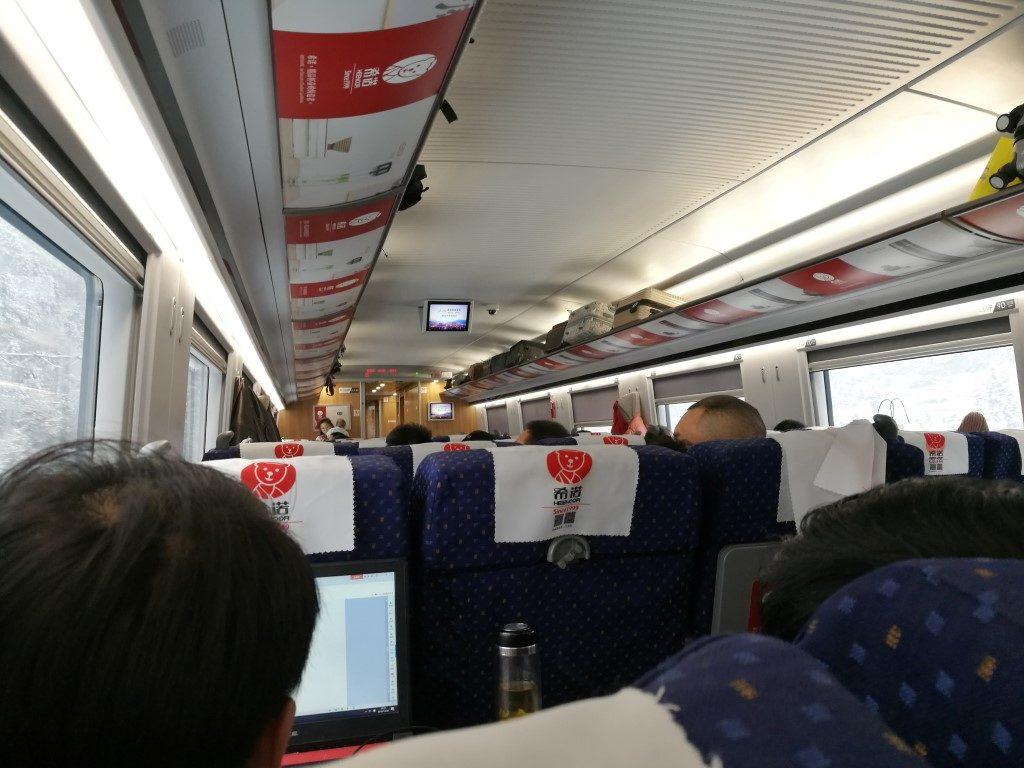 A l'intérieur de la 2nd classe du train rapide