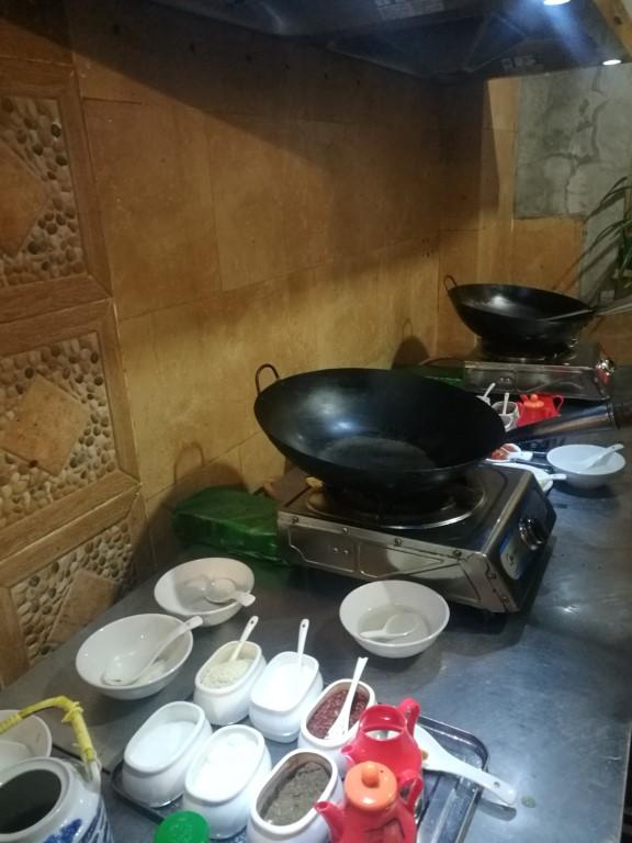 Tout est prêt en cuisine avant le cours de cuisine