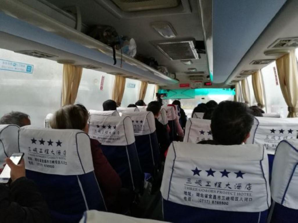 Le bus en direction du site du barrage