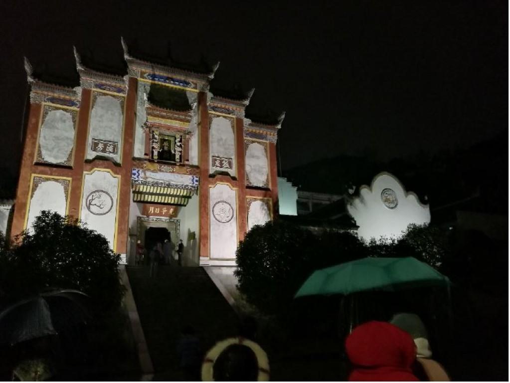 Un temple dans la nuit
