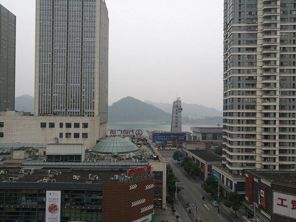 La vue sur le fleuve depuis l'auberge à Yichang